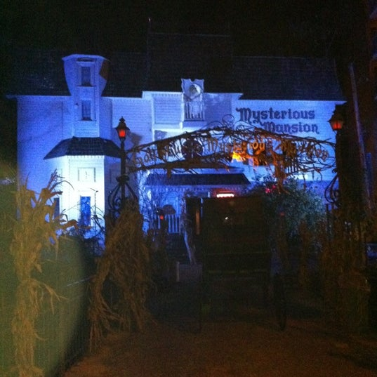 Foto diambil di Mysterious Mansion oleh Michael P. pada 11/13/2011