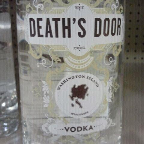รูปภาพถ่ายที่ Binny's Beverage Depot โดย Ozden E. เมื่อ 12/14/2011