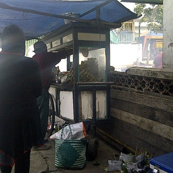 Photo taken at Sate Ayam Cak Abah by Agas J. on 2/27/2012