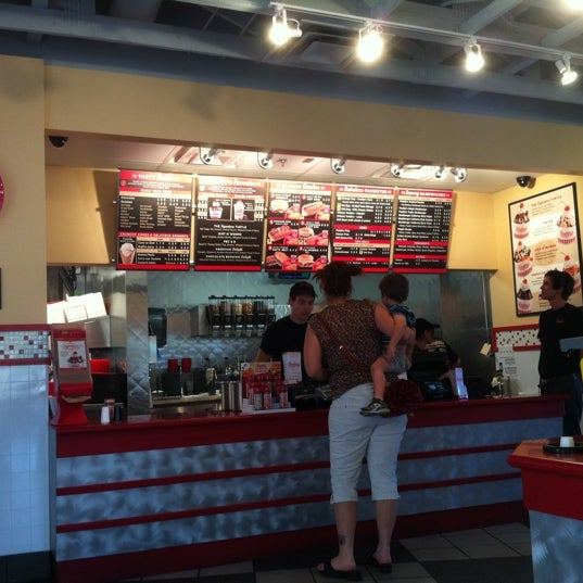 Photo taken at Freddy's Frozen Custard and Steakburgers by Robert S. on 5/4/2011