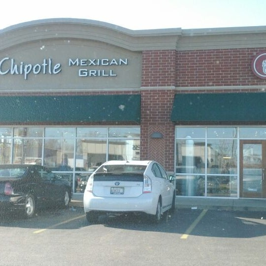 Photo taken at Chipotle Mexican Grill by Herman on 12/29/2011