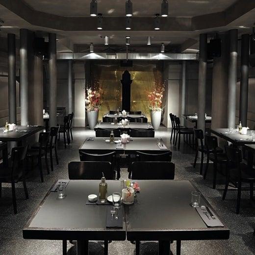 Das Foto wurde bei HEART Restaurant & Bar von Heart M. am 7/5/2011 aufgenommen