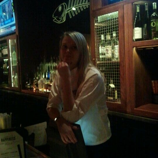 Monday bartender Mel is awesome, great happy hour also untill 630 also!!