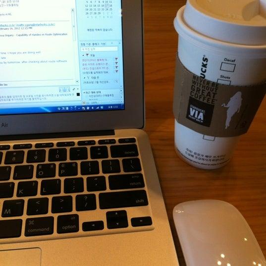 Photo taken at Starbucks by Yoonjo J. on 2/17/2012
