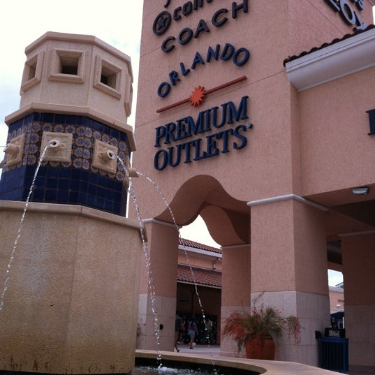 Photo taken at Orlando Vineland Premium Outlets by Monty P. on 4/24/2011