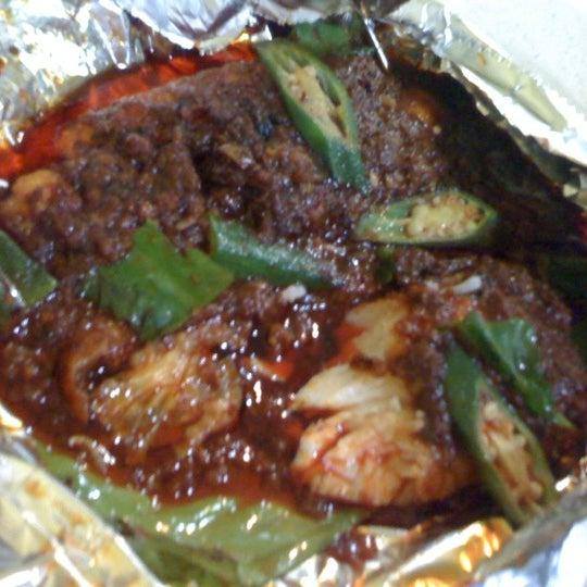 Photo taken at Oasis Food Court by Noor Kamariah M. on 4/2/2012