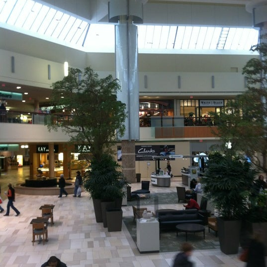 The Ridgedale Center is one of the popular shopping malls in Minnesota with more than stores. The shopping center you can visit at: Wayzata Blvd, Minnetonka, Minnesota In the following section you will find all the stores in the mall.5/5(1).