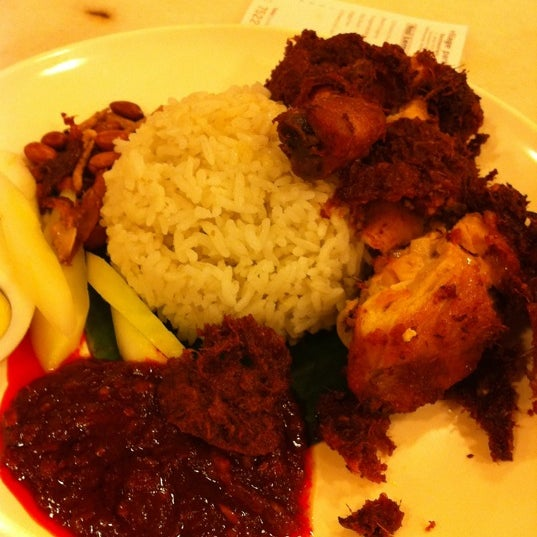 Try Nasi lemak n the best ayam goreng in town!!
