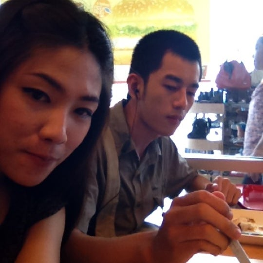 Photo taken at KFC by Farr F. on 5/27/2012