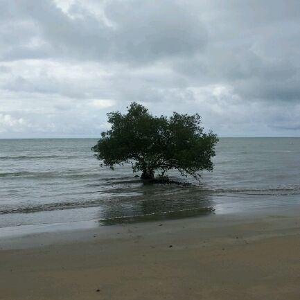 Foto tirada no(a) Praia de Paripueira por Douglas T. em 10/14/2011