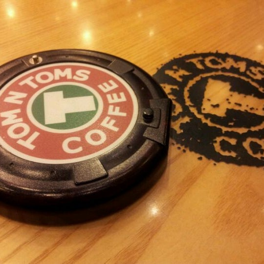 Photo taken at TOM N TOMS COFFEE by SoYoung L. on 1/3/2012