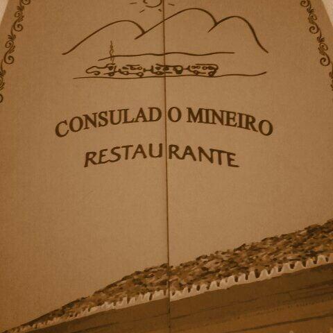Foto tirada no(a) Consulado Mineiro por Davidson L. em 12/15/2011