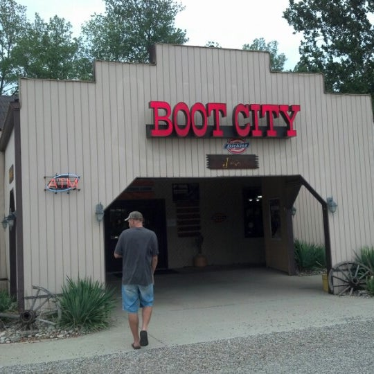 Nov 28, · Boot City is probably the only thing worth mentioning in the very insignificant, forgettable and scanty Terre Haute, IN. Whose name - which by the way I cannot seem to pronounce properly - is a total oxymoron since it means