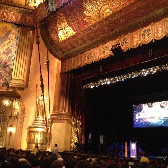 รูปภาพถ่ายที่ Beacon Theatre โดย Violet เมื่อ 8/27/2012