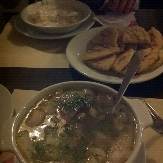 Foto tomada en Restaurante Tony por Adriana O. el 6/1/2012