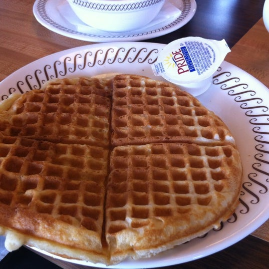 Photo taken at Waffle House by Sophie H. on 4/5/2012
