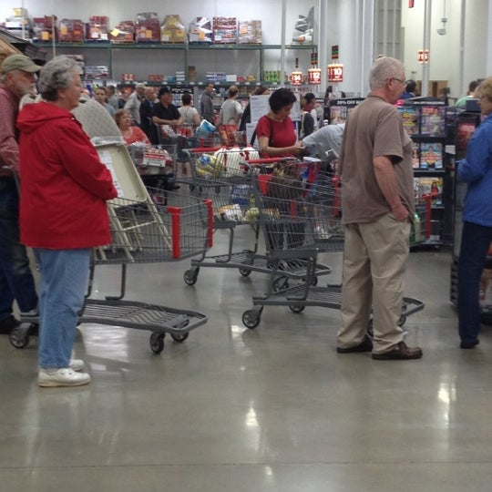 Photo taken at BJ's Wholesale Club by Kristofer S. on 6/2/2012