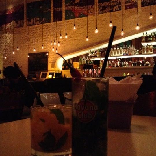 Foto tirada no(a) Meza Bar por Mariana P. em 6/19/2012