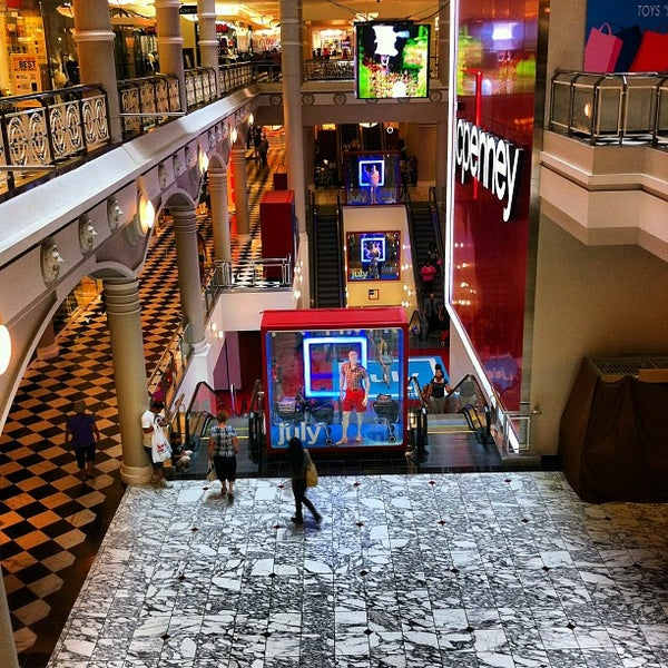 Manhattan clothing store lynnhaven mall