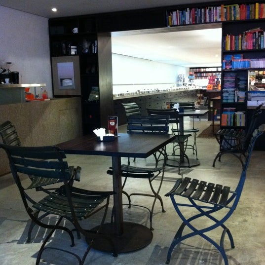 Photo taken at Livraria da Vila by Marcus C. on 8/31/2011