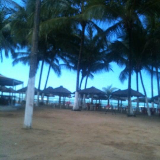 รูปภาพถ่ายที่ Praia de Guaxuma โดย Viviane S. เมื่อ 7/19/2012