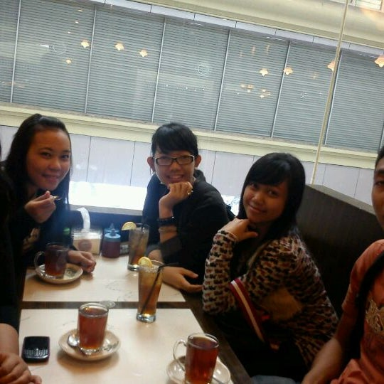 Photo taken at Coffee Town Kaya Toast by niez t. on 3/8/2012