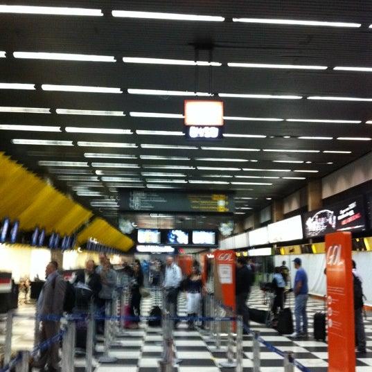 Снимок сделан в Международный аэропорт Конгоньяс/Сан-Паулу (CGH) пользователем Luiz B. 4/26/2011