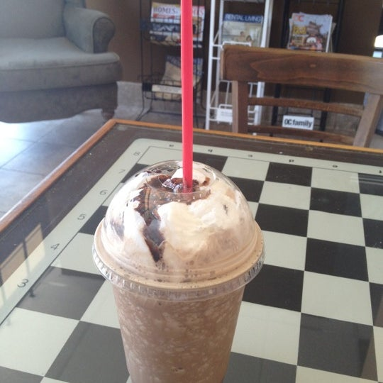 Photo taken at Javatinis Espresso Bar by Becca E. on 8/20/2012
