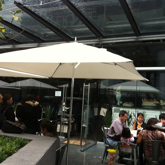 Foto tomada en Peponne Healthy Food & Bakery por Tanya D. el 9/4/2011
