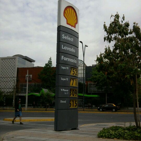 Photo taken at Shell by Francisca D. on 11/7/2011