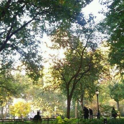 Foto diambil di Madison Square Park oleh Elizabeth Lewis Design pada 11/2/2011