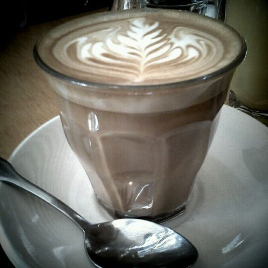 Photo taken at Milk Bar by Pedro F. on 11/11/2011