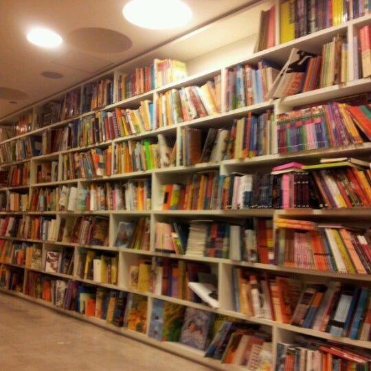 Photo taken at Livraria da Vila by Paulo S. on 7/14/2012