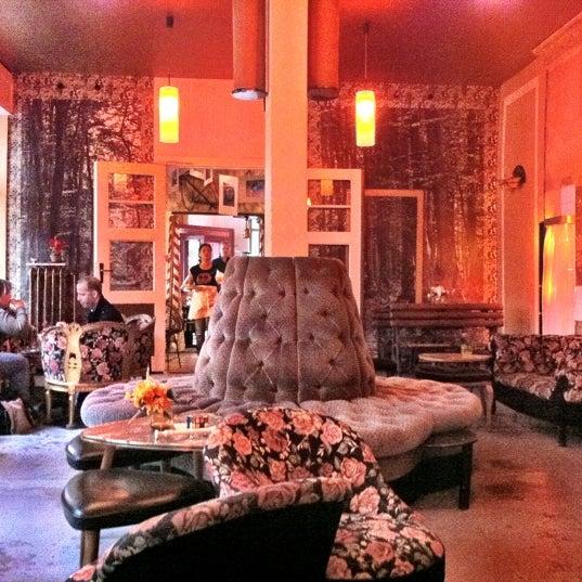 wohnzimmer caf in berlin. Black Bedroom Furniture Sets. Home Design Ideas