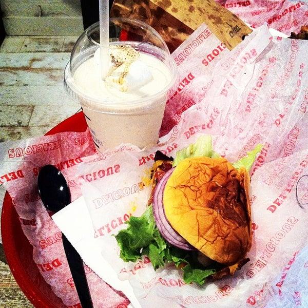 Das Foto wurde bei Good Stuff Eatery von Yvonne am 3/22/2012 aufgenommen