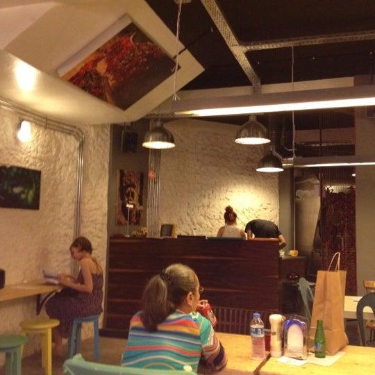 Photo taken at Biber Burger by Cankut Y. on 6/30/2012