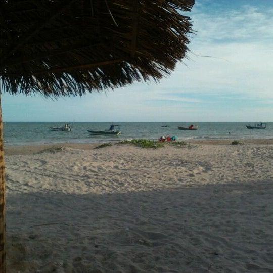 Foto tirada no(a) Praia de Paripueira por Jacqueline M. em 1/27/2012
