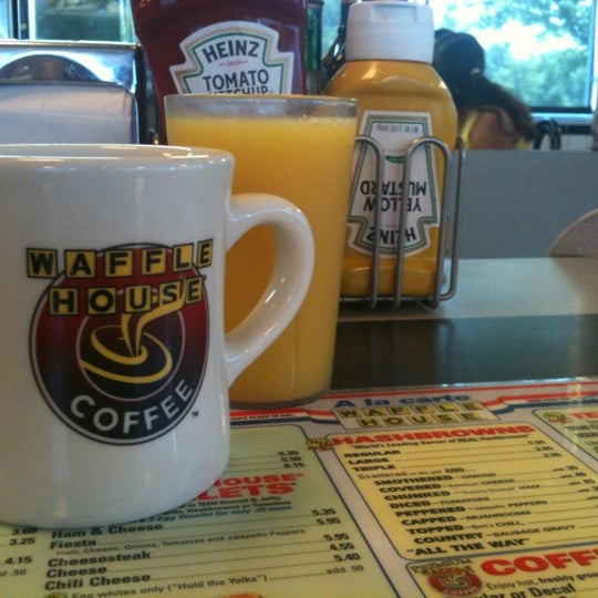Photo taken at Waffle House by Reed P. on 7/9/2011