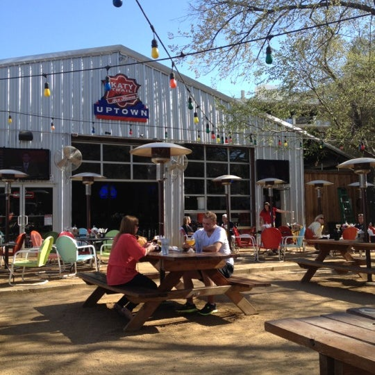 Photo taken at Katy Trail Ice House by Jorge G. on 3/5/2012