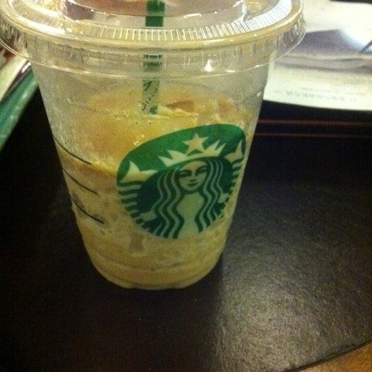 Photo taken at Starbucks by Saowarat R. on 10/1/2011