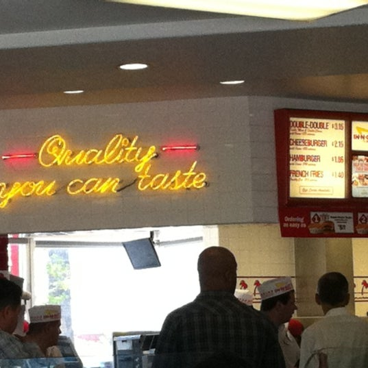 Photo taken at In-N-Out Burger by Joe M. on 4/27/2011