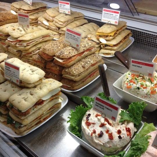 3/23/2012에 Shawn L.님이 Gigi Cafe에서 찍은 사진
