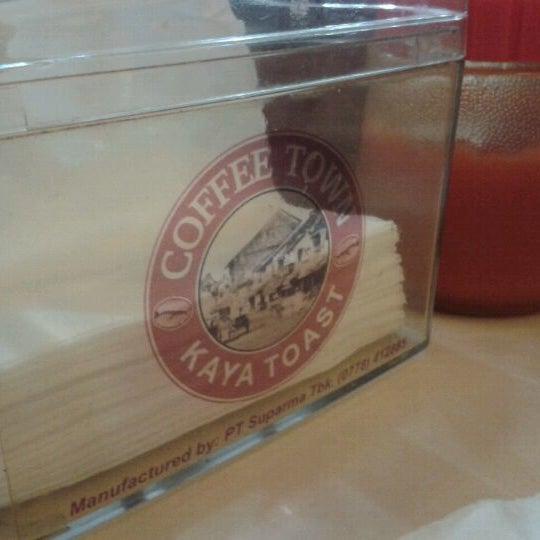 Photo taken at Coffee Town Kaya Toast by opik z. on 9/11/2011