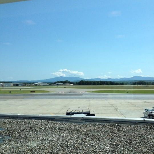 Foto tomada en Burlington International Airport (BTV) por Anna P. el 8/22/2012