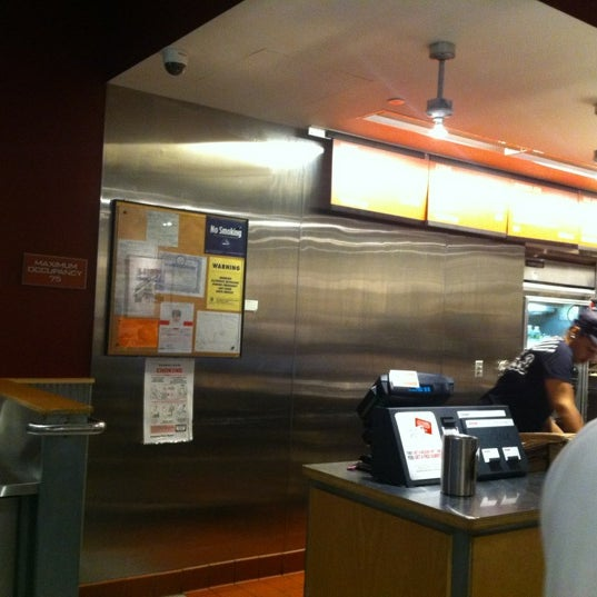 Photo taken at Chipotle Mexican Grill by Wesley Y. on 12/6/2011