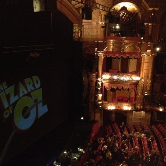 Foto scattata a The London Palladium da Asia D. il 1/28/2012