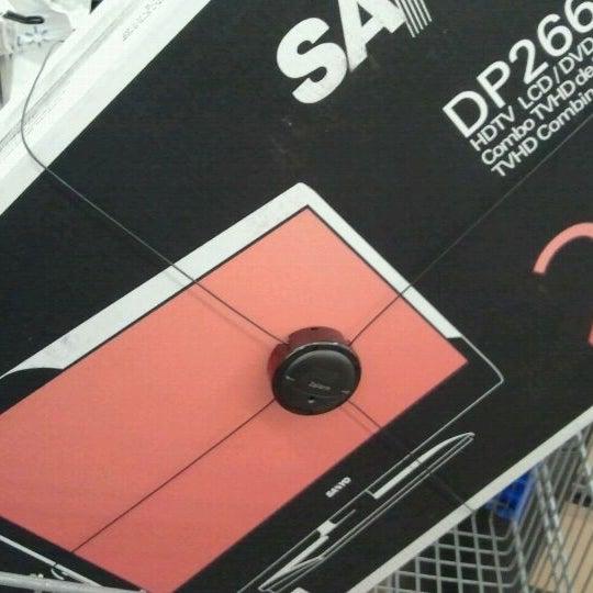 Снимок сделан в Walmart Supercenter пользователем Chrissy D. 9/22/2011