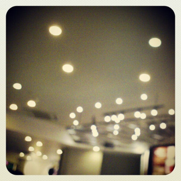 Photo taken at Highlands Coffee by Saphia N. on 8/12/2012