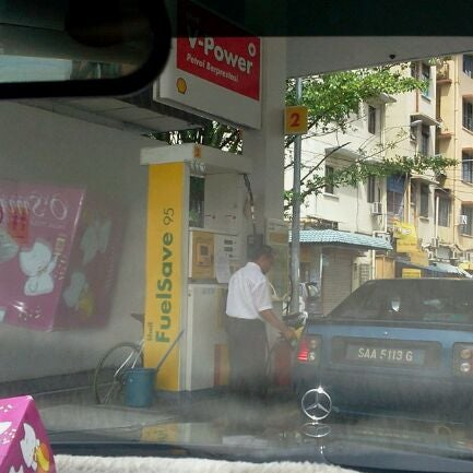 Photo taken at Shell (Hock Hoe Hin Hong Kee Sdn. Bhd.) by Achmad N. on 9/1/2011