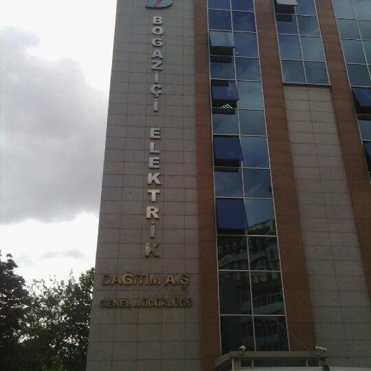 Foto scattata a Boğaziçi Elektrik Genel Müdürlüğü (Bedaş) da Timuçin S. il 8/15/2012